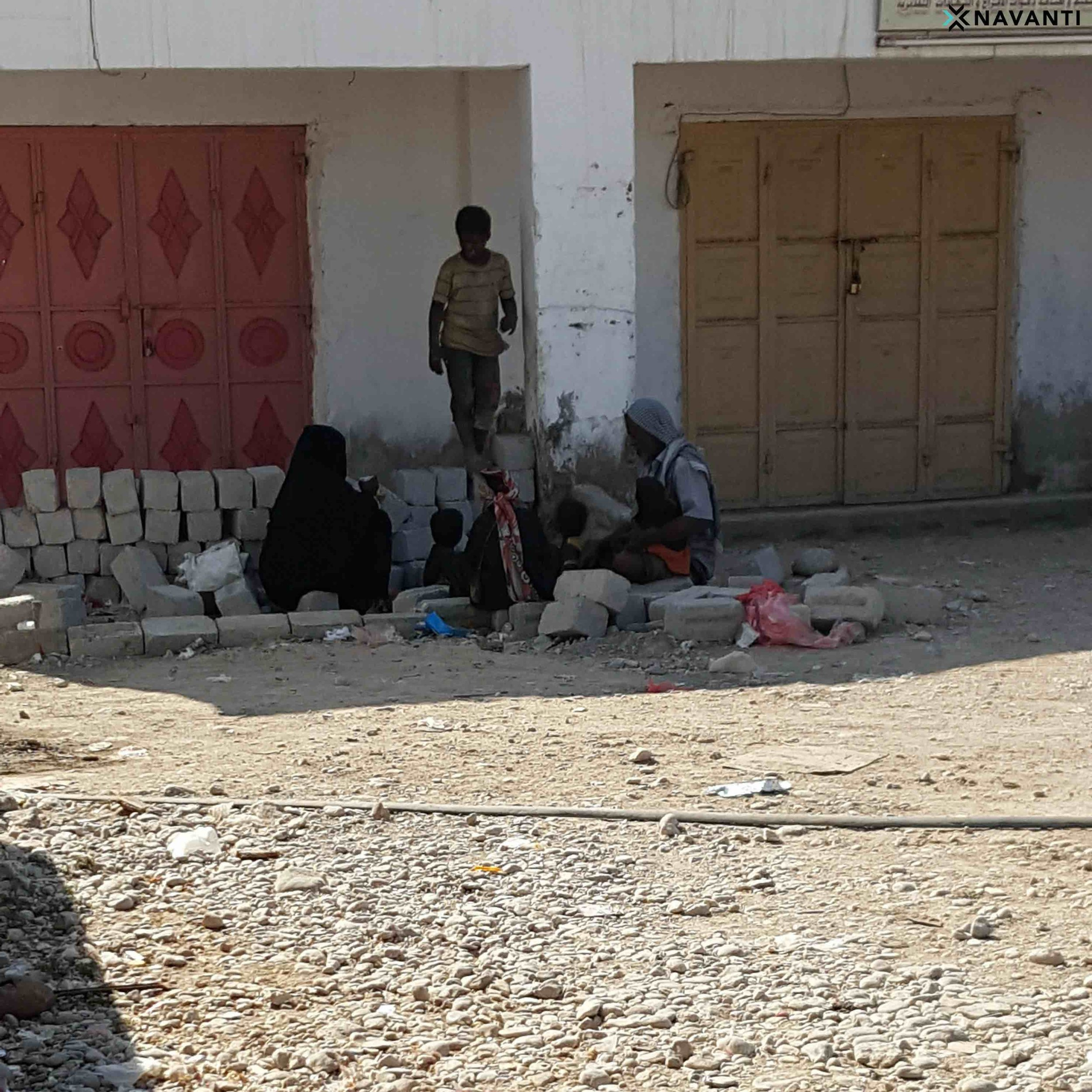 Family eating patrons' leftovers from nearby restaurant in Sayhut, al-Mahra. Source: Navanti