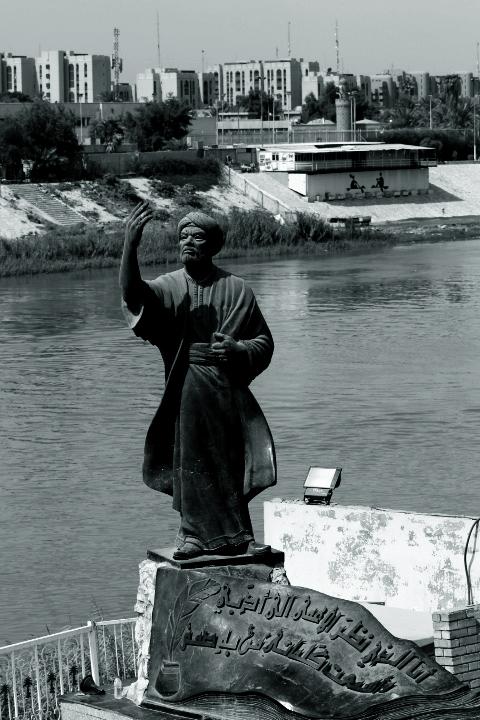 Statue Commemorating the medieval Arab poet al-Mutanabbi. Source: Wikimedia
