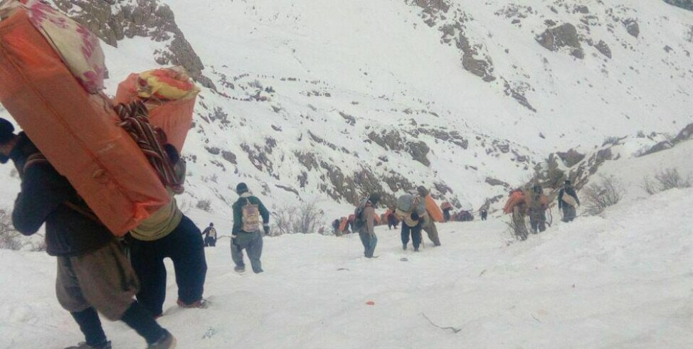 Kolbers trudge through the snow. Source: Kurdistan Human Rights Network