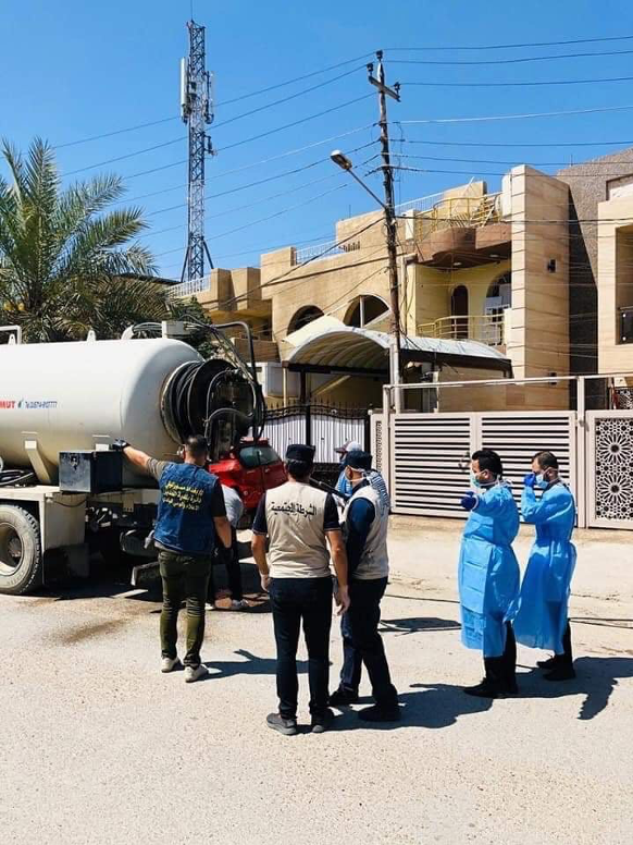 In the Baladiyat neighborhood in Baghdad, the Ministry of Health supervises along with Baghdad Municipality neighborhood sterilization. The teams work in a 3 days shift, coming back to the same locations every 3 days to sterilize again. Photo credit: Ahmed Pasha Windi.