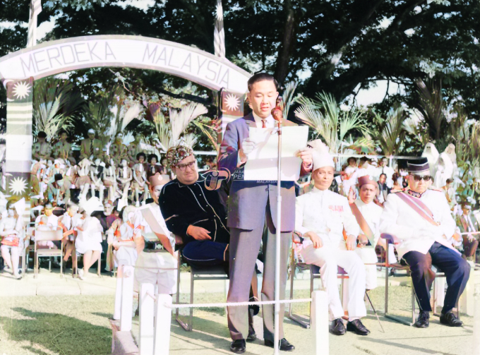 Reading of the pledge during Sabah's Independence Day celebration at Jesselton city field on 16 September 1963.