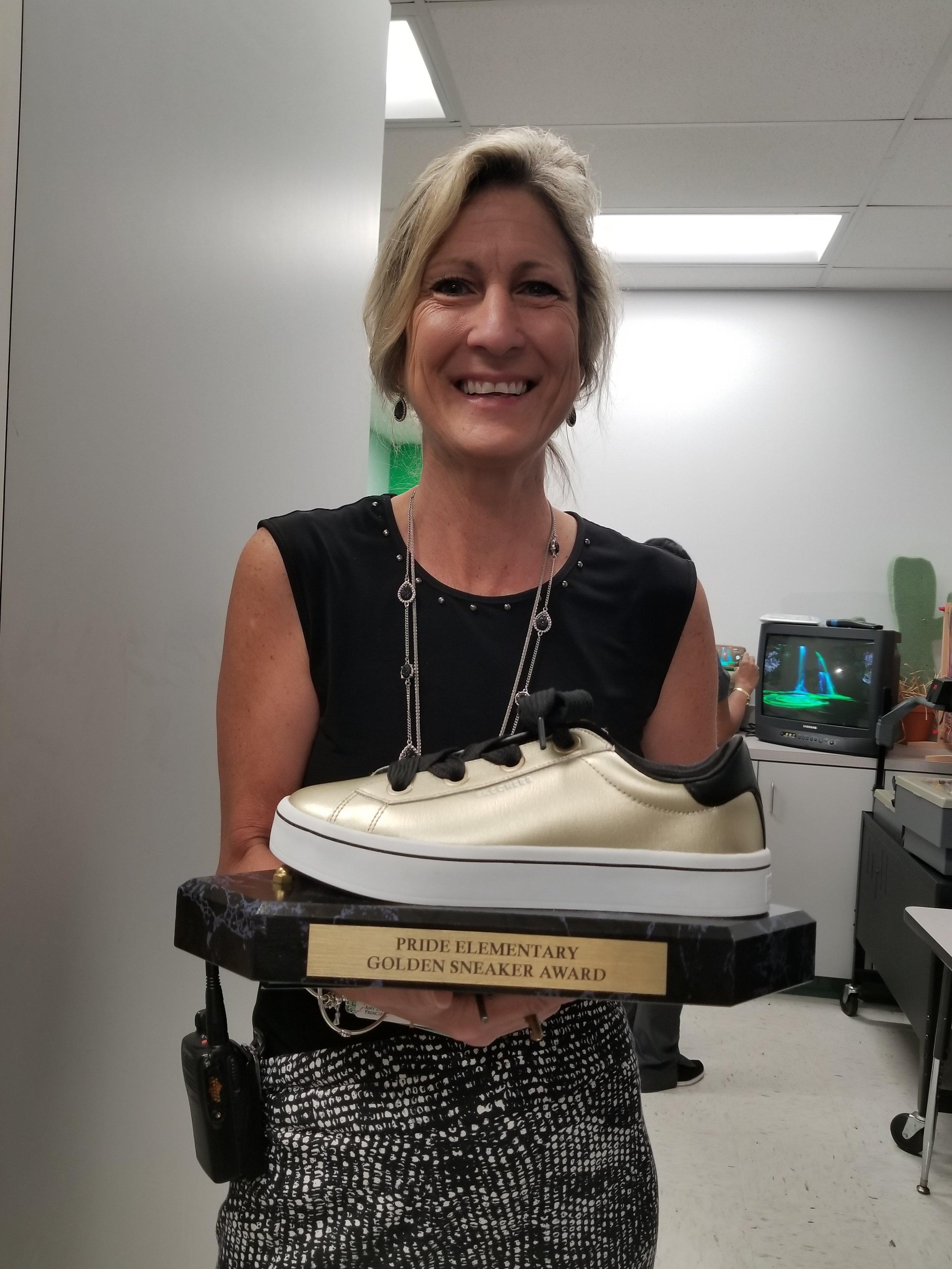 Principal Zilbar presenting the Golden Sneaker Award.