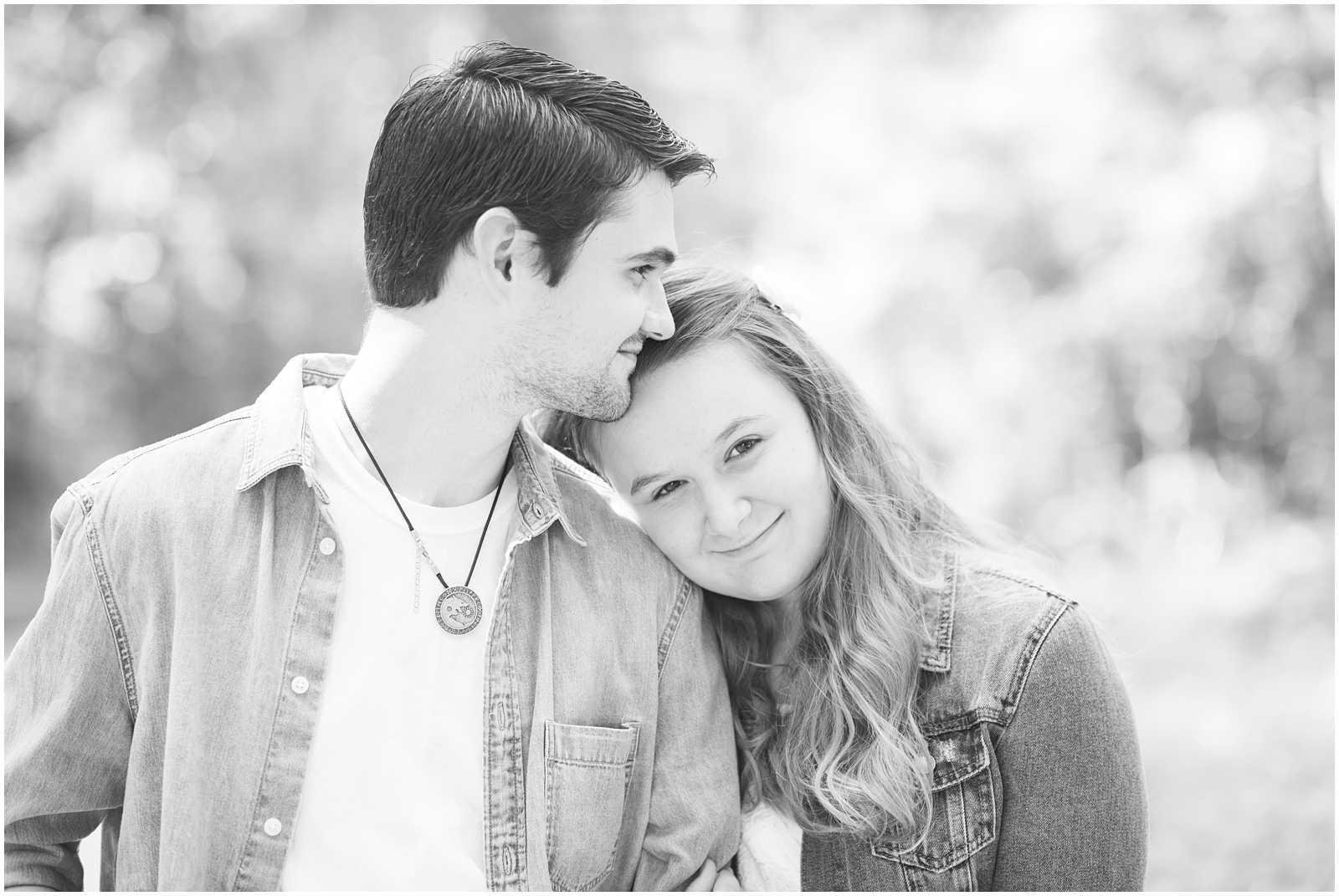 Fort White_Florida_Outdoor_Engagement_Portraits_8.jpg