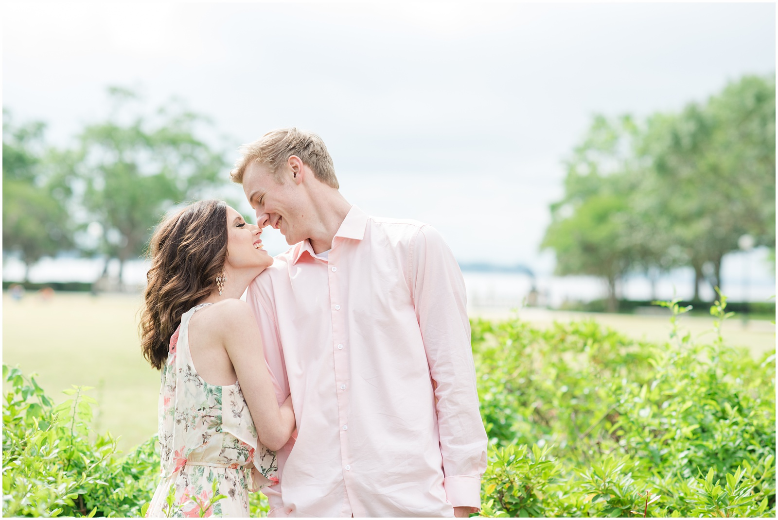 Jacksonville_Florida_Memorial Park_Engagement_Portraits_11.jpg