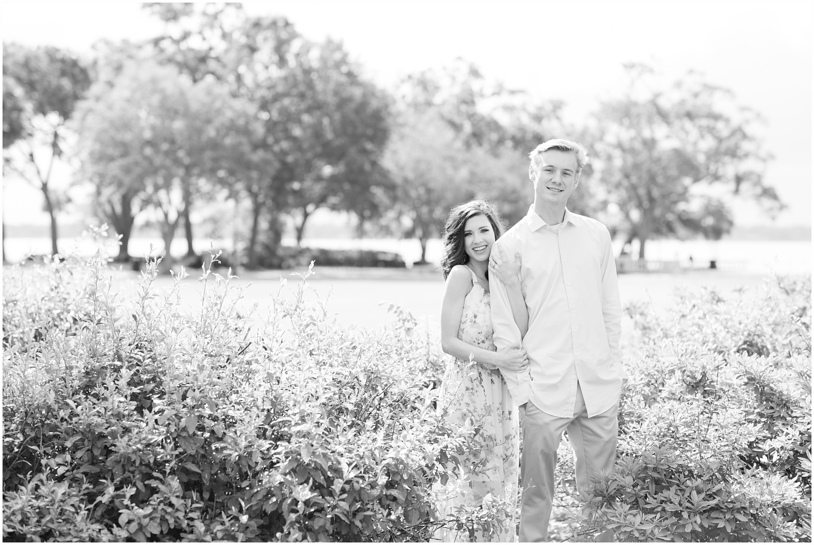 Jacksonville_Florida_Memorial Park_Engagement_Portraits_13.jpg