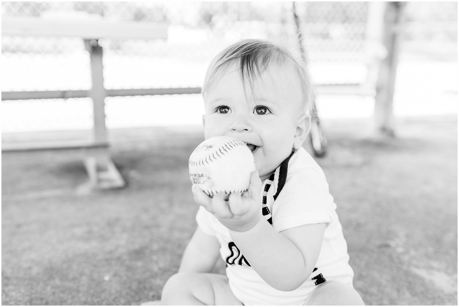 One Year_Baby_Portraits_Baseball_Field_6.jpg