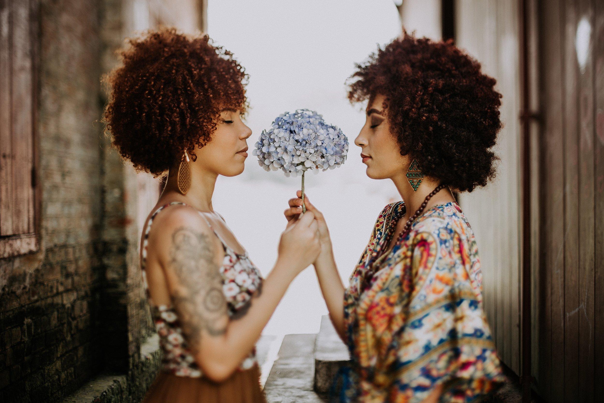afro-beautiful-fashion-573317.jpg