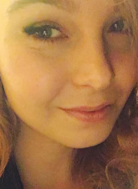 Jenniina Vaara - graafinen suunnittelija / freelancer   Amerikassa AMK-tason graafisen suunnittelun opinnot suorittanut Jenniina palasi Suomeen 2016. Ammatillinen tietämys yhdistettynä neitomaiseen näkemykseen on parhaimmillaan mm. kuvastoja suunniteltaessa.