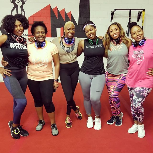 Started the New Year with a fun Silent Glow Party with the Fab Body team... love these ladies! What did you do to honor your body on this first day of the year? Support and Sweat with your friends 💕#fitness #fitdc #squad