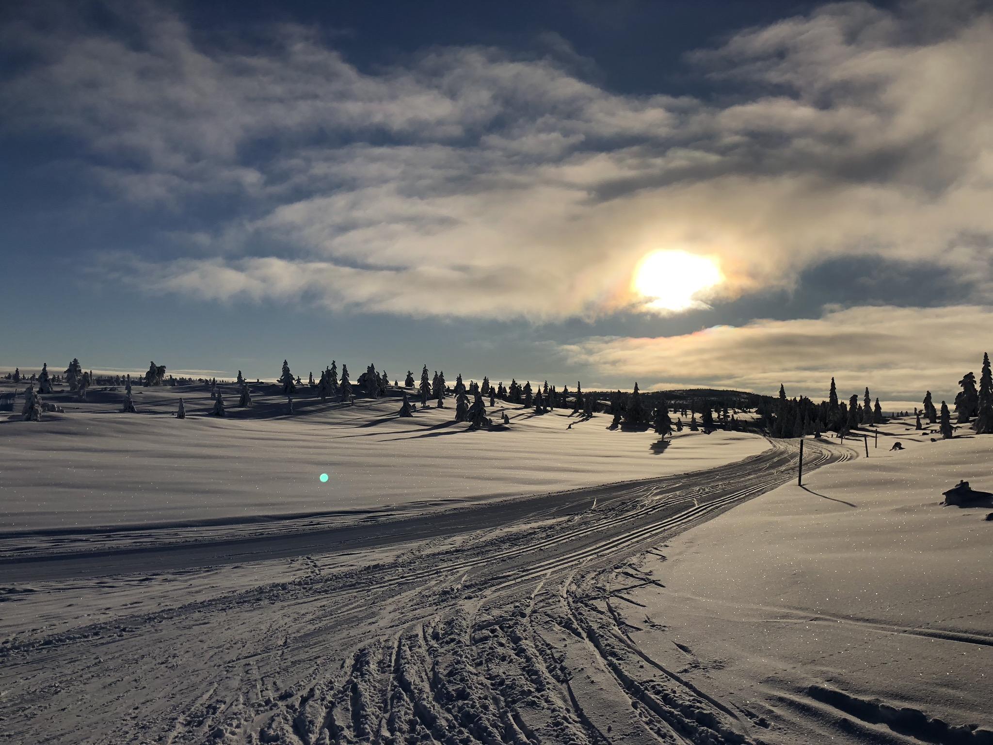 Blefjell   Søstrene Storaas hotell ligger idyllisk til ved Buvannet, og ved foten av Blefjell. Ta pausen på fjellet med flotte skiløyper om vinteren og gode stier om sommeren.