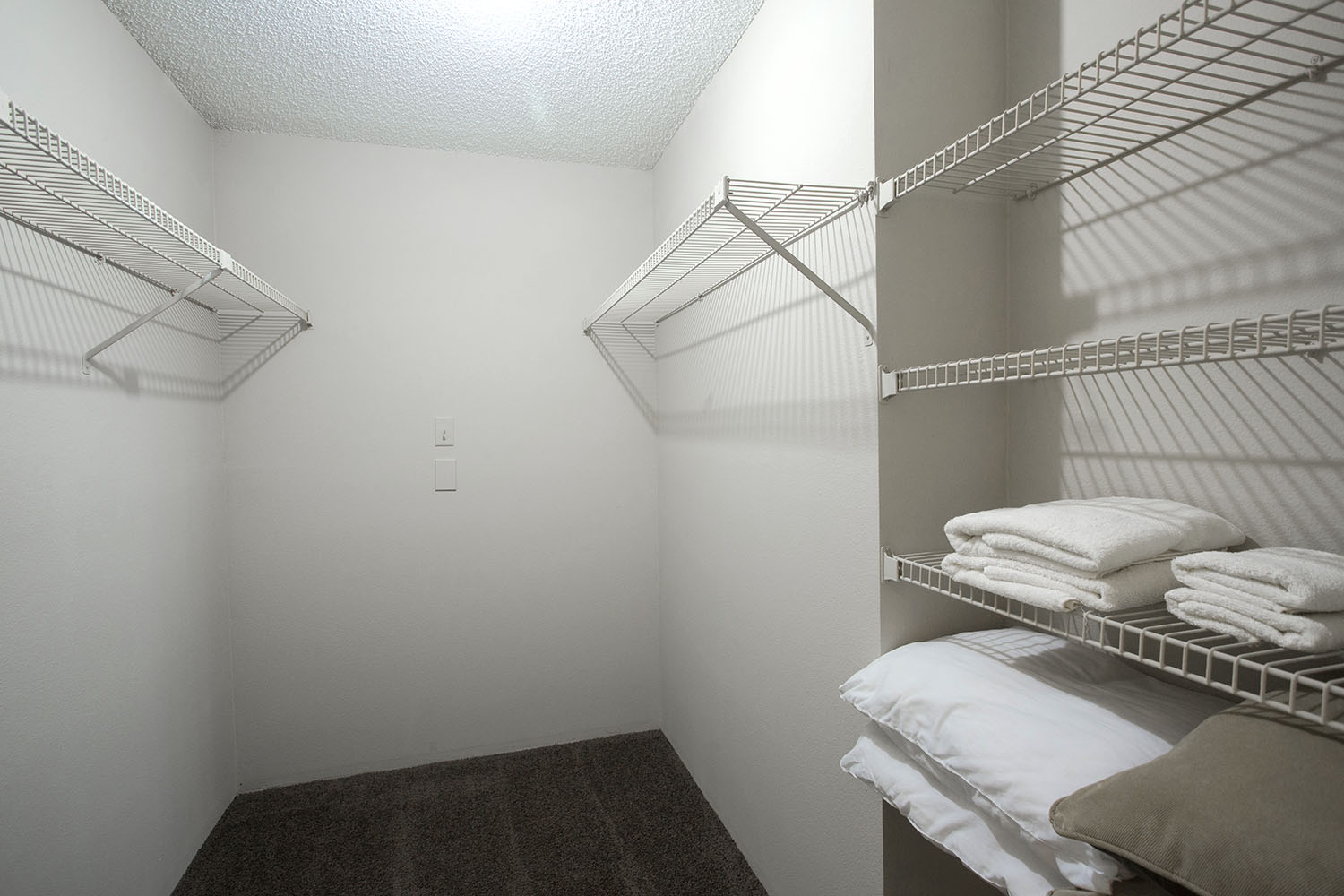 tampa-port_richey-apartment-one-bedroom-rental-two-closet.jpg