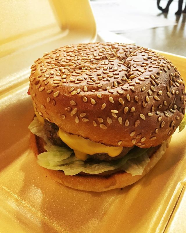Happy national burger day 🍔 great excuse to go brekkie & burger #alltheburgers #nationalburgerday #delicious 😋