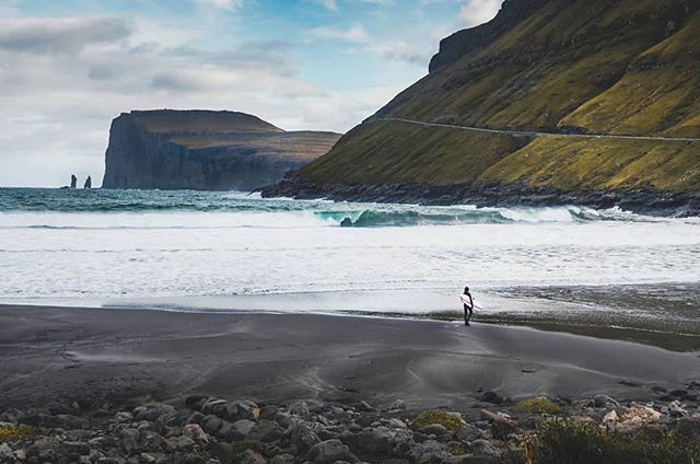 Pretty epic 🤙🏽#surf #surfing #surfer #coldwatersurf #atlanticocean #faroeislands #færøerne #føroyar #tjørnuvik #utiliv #travel #explore #travelphotography #travelguide #surfschool #surfcamp #oceantraveler #adventure #visitfaroeislands We can't remember who took this photo, or who's in it 😳 give a shout please 🙌🏽