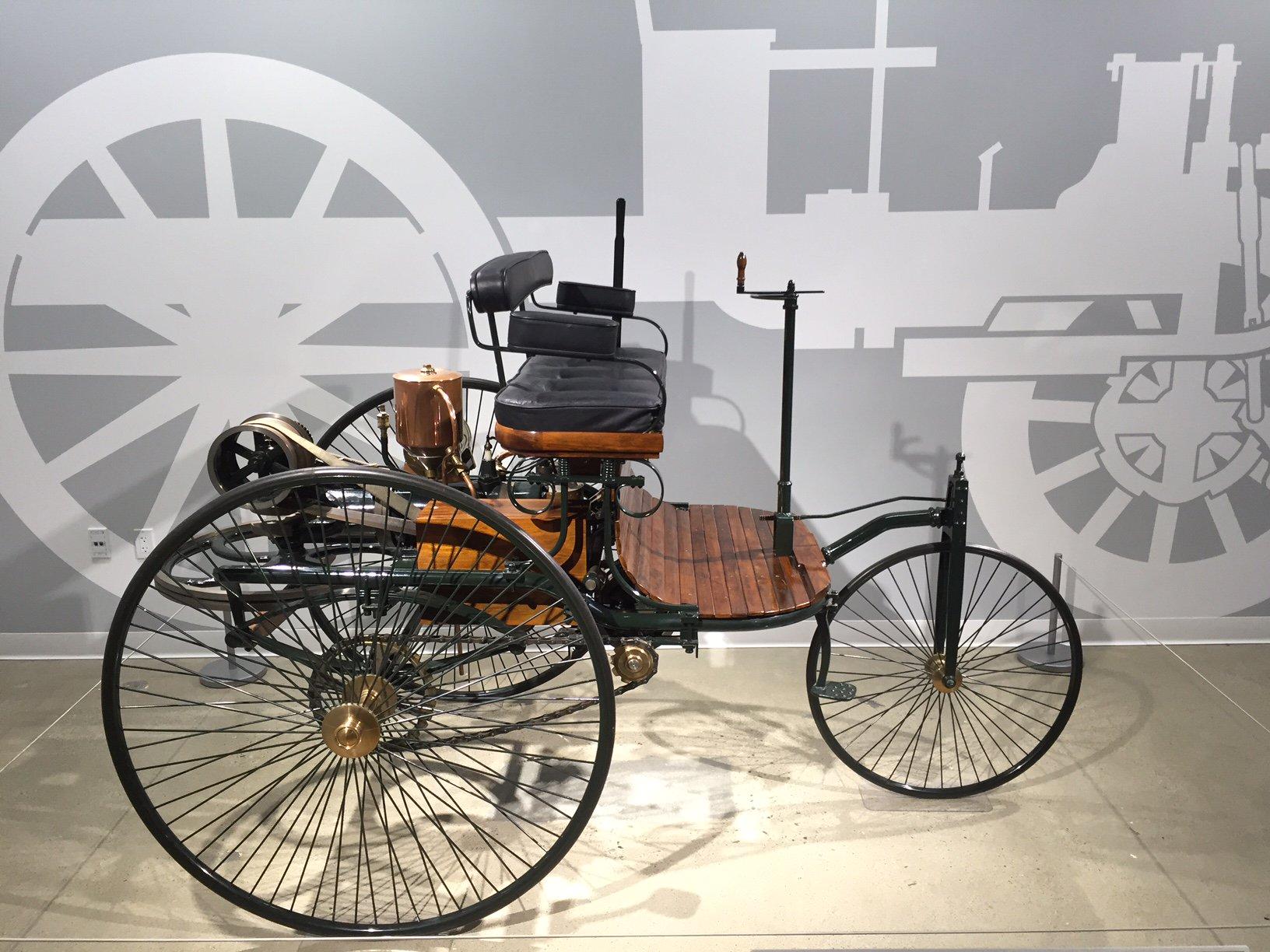 1886 Benz Patent Motorwagan Replcica 2.jpg