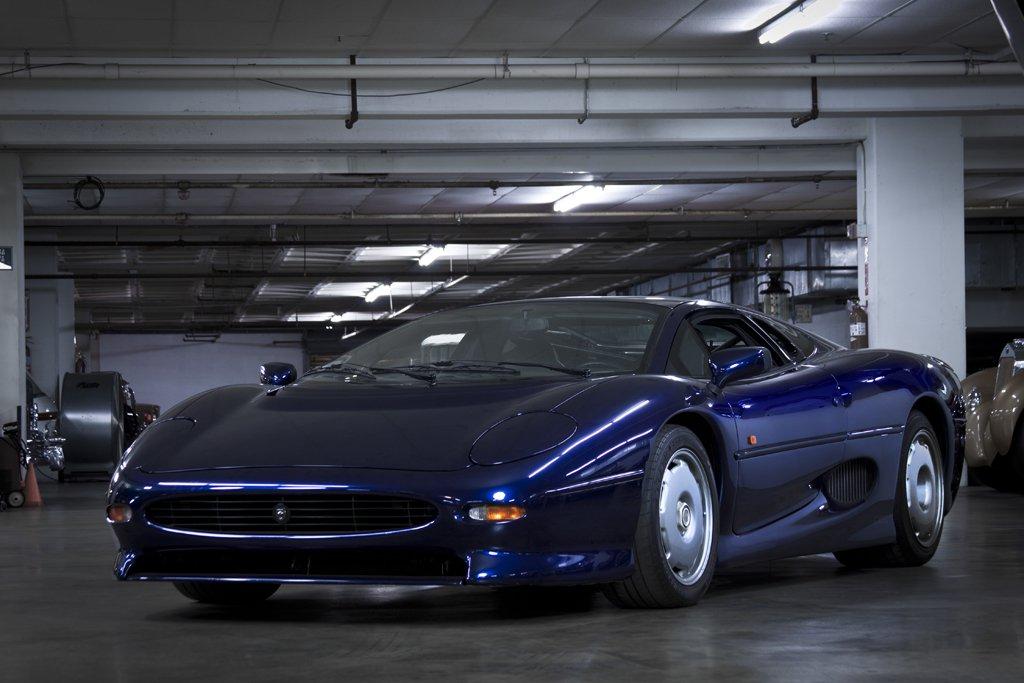 1992 Jaguar XJ220 1.jpg