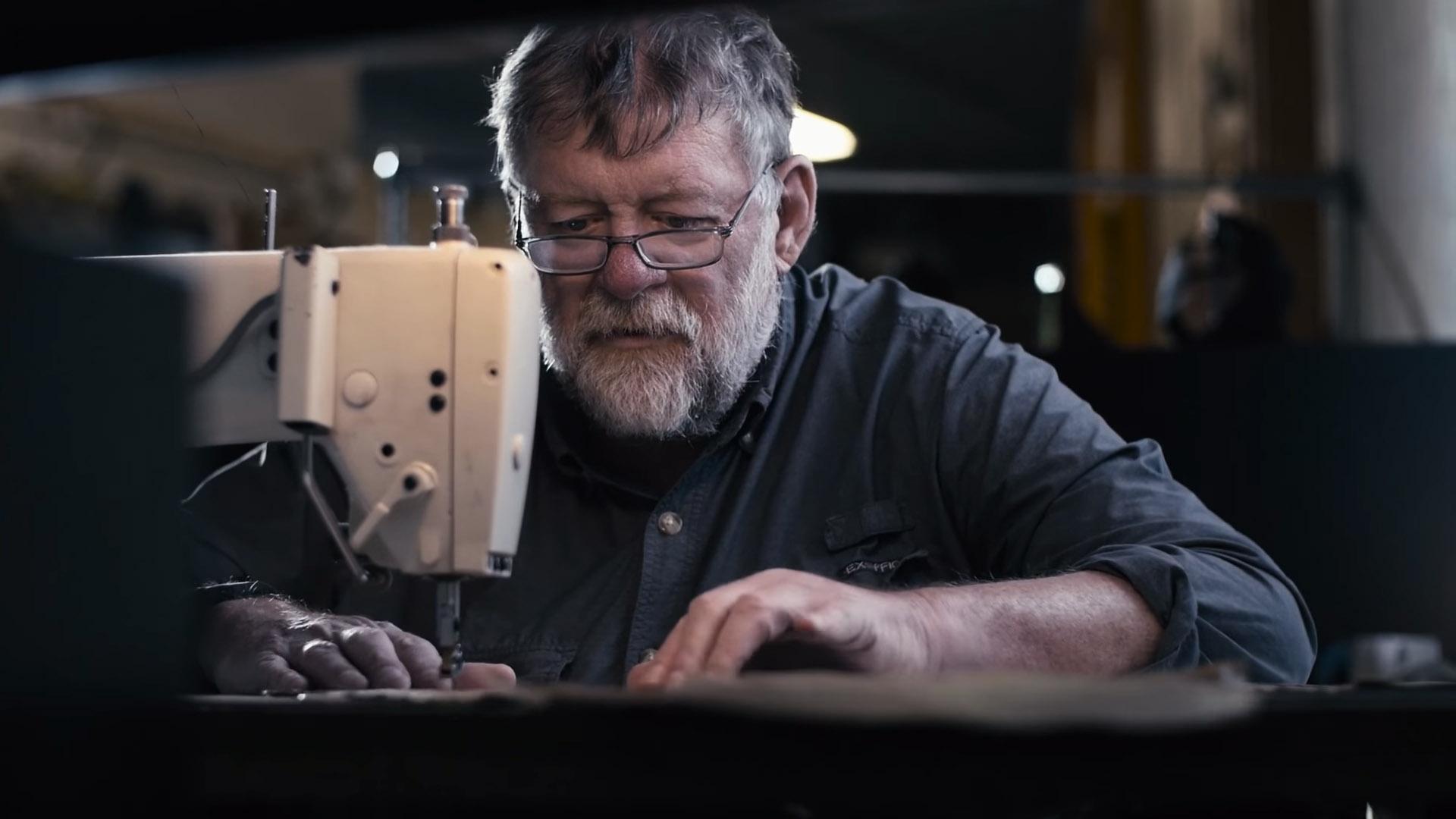 Dana Gleason - grundare och designer på Mystery Ranch som gjort ryggsäckar sendan 1975.