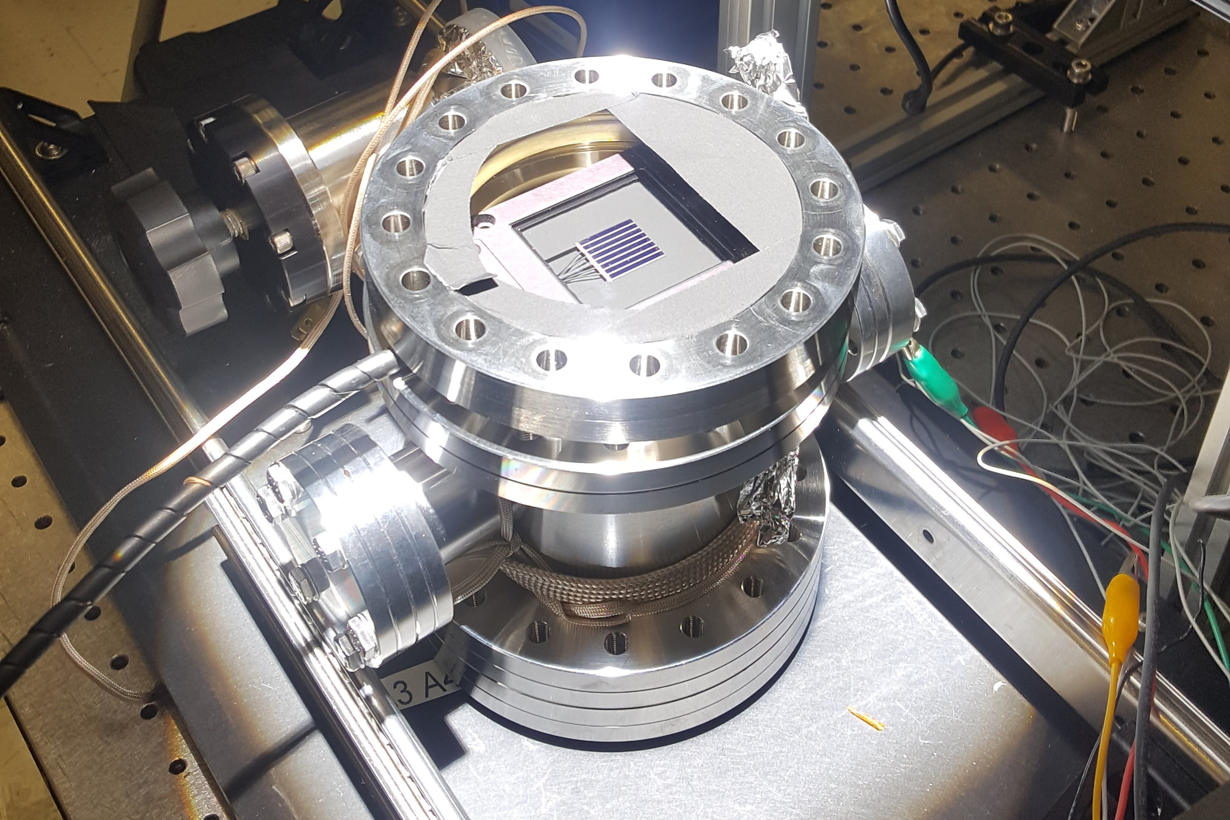Vacuum test chamber with PV cell