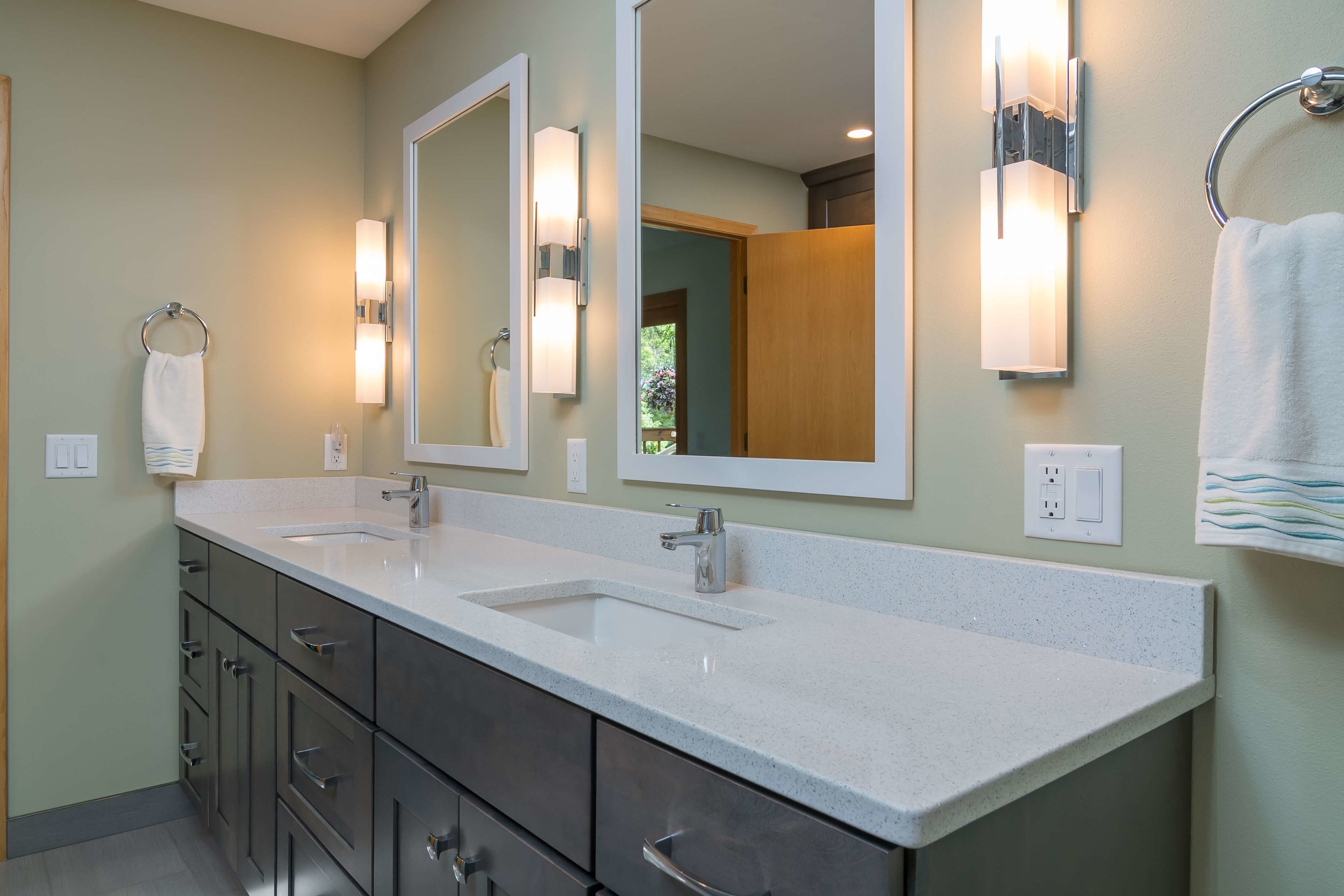 bathroom-master-suite-double-sink-remodel-Madison-Wisconsin-6.jpg