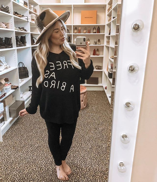 """""""You've always had the power my dear, you just had to learn it for yourself."""" The Wizard of Oz ❣️ MN babes! Stop by @themagnoliacottage Tuesday - Saturday's to shop a little styled by KMK! This sweater is everything! 🙌🏻"""