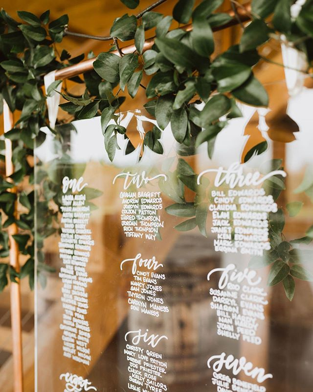 Now THIS is how to seat your guests with style! Copper and greenery? Uh yes please #copperseatingchart #acrylicseatingchart ⠀⠀⠀⠀⠀⠀⠀⠀⠀ Calligraphy | @whiteinkcalligraphy⠀⠀⠀⠀⠀⠀⠀⠀⠀ Photo | @m0llypeach⠀⠀⠀⠀⠀⠀⠀⠀⠀ Florals | @cottonwoodflorals
