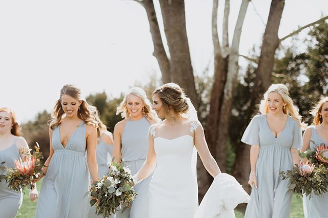 Beaming with love and overflowing with genuine friendship ✨ #thatsyourtribe #friendgoals⠀⠀⠀⠀⠀⠀⠀⠀⠀ Photo | @m0llypeach⠀⠀⠀⠀⠀⠀⠀⠀⠀ Florals | @cottonwood⠀⠀⠀⠀⠀⠀⠀⠀⠀ Venue | @sycamorefarmsevents