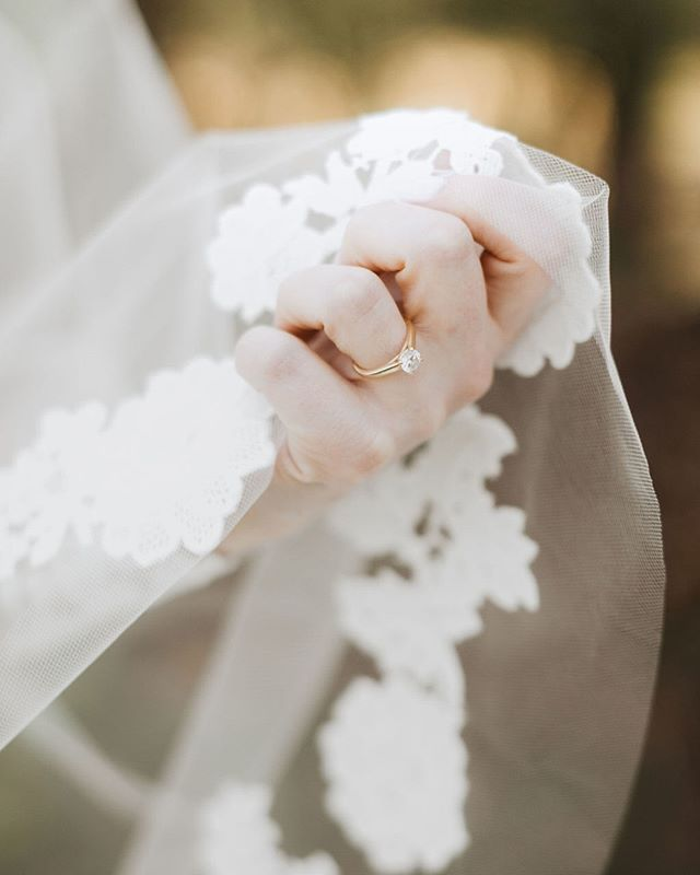 We love details! Details bring out the sweetest parts of the wedding day. They can also cause the most stress. There are so many of us who stress about the little details, and trust me I did it too when I got married. It's hard not to! But don't get lost in it. Did you know that anxiety and excitement are the same emotion? 🤯 #truestory it's all about seeing the positivity and beauty of the planning process and your wedding day. #letsgetexcited #teamnostress