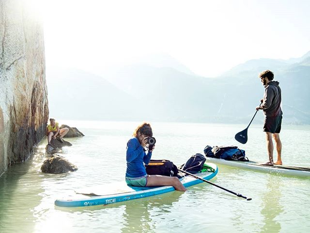 Squamish Exposed Photo Competition is on!  @tarakerzhner @kinleyaitken and @gnarlyroot out for a spin on the paddle boards.  So fun seeing all the talent and psyche!  Keep an eye on @arcteryx @johnpricephotography @_drew_smith_ @sav.cummins and @teacozydp for more updates! . . . . . #squamish #squamishcom #arcteryx #getolympus #squamishisawesome #tradisrad #hellobc #explorebc #beautifulbc #climbingrocks #climbing_pictures_of_instagram #climbinglife #multipitch #liveclimbrepeat  #climbingnation #getoutstayout #travelstoke #exploregram #travelgram #travelbc #travelphotography #beautifuldestinations #borninthemountains