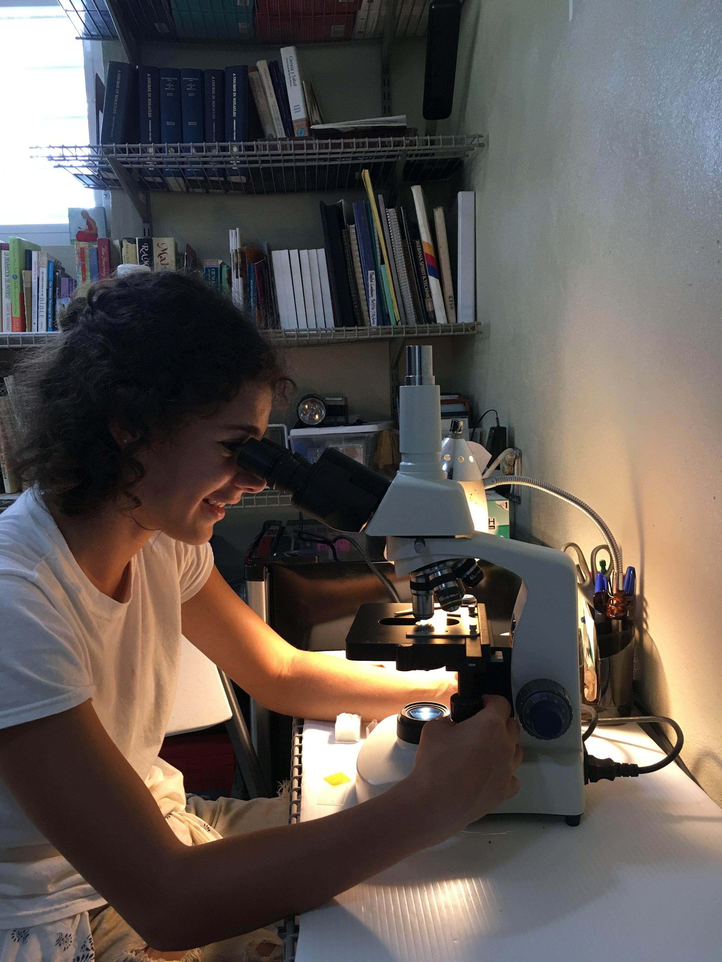 Alejandra, biology student, working on her practice at Plenitud