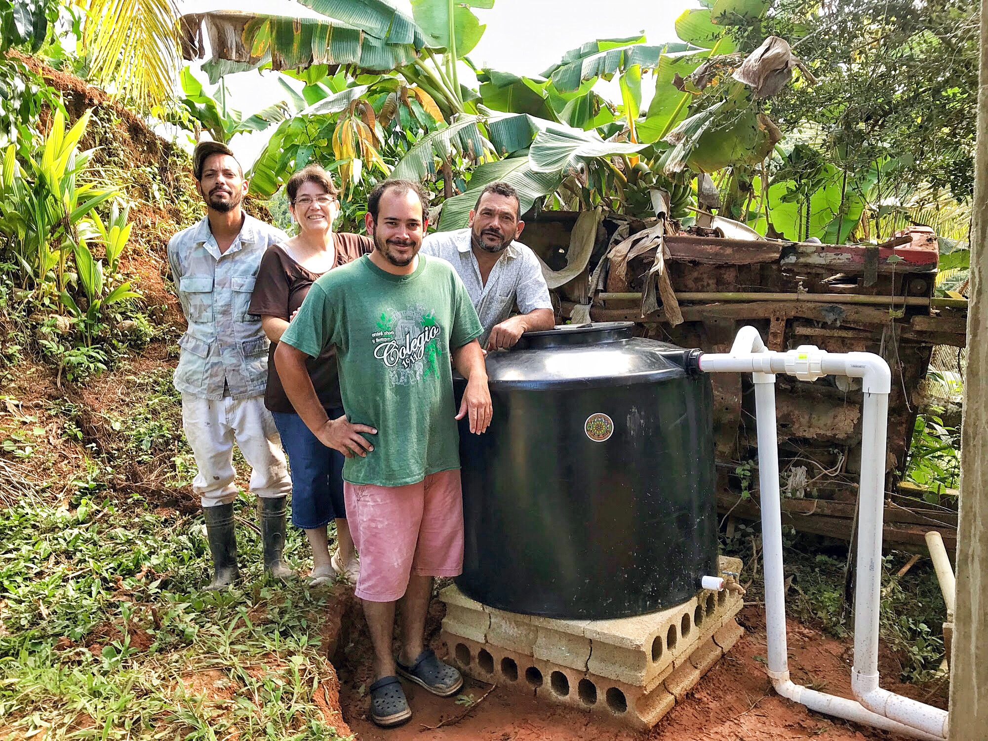 Equipan 20 hogares en Las Marías con cisternas de lluvia - EL NUEVO DÍA   SÁBADO, 15 DE JUNIO DE 2019La organización sin fines de lucro Plenitud PR escoge y adiestra a familias del municipio para que no les falta el agua durante futuras emergencias.Miriam González Lamberti no disimula cuando habla sobre la cisterna de agua de lluvia que tiene en su casa, en el barrio Altosano de este pueblo, hace poco más de tres meses…(lee más)