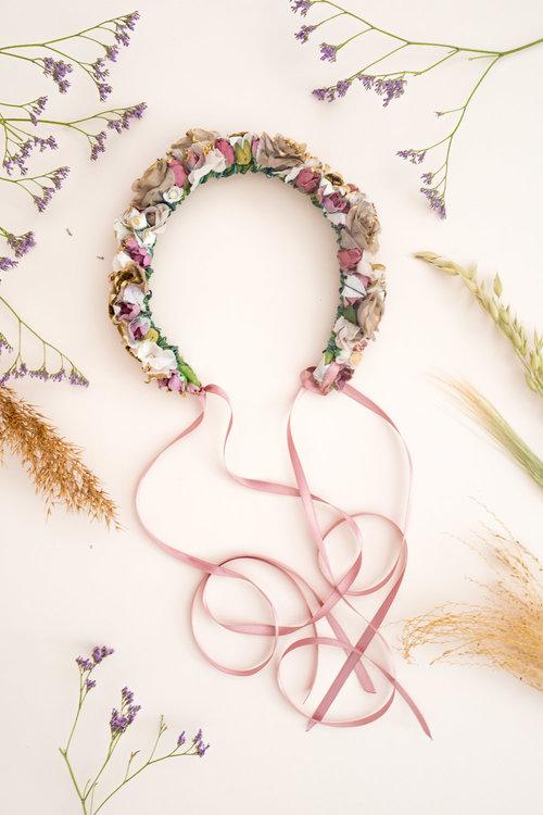 We-Are-Flowergirls_Trachten-Collection_Flowercrown_[L1010191].jpg
