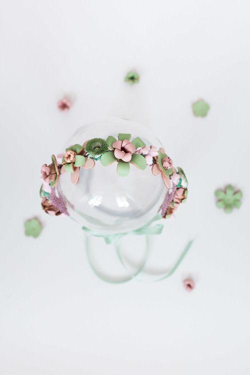 We-Are-Flowergirls_Designer-Edition_SS17_Marina-Hoermanseder_Flowercrown_MARINA_[L1030087].jpg