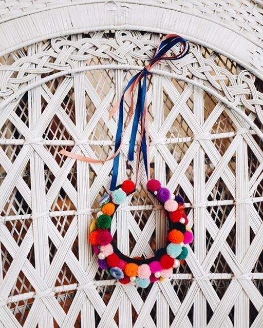 PomPom-Headpiece-WeAreFlowergirls-Coachella-Accessoire-Flowercrown-€85.jpg