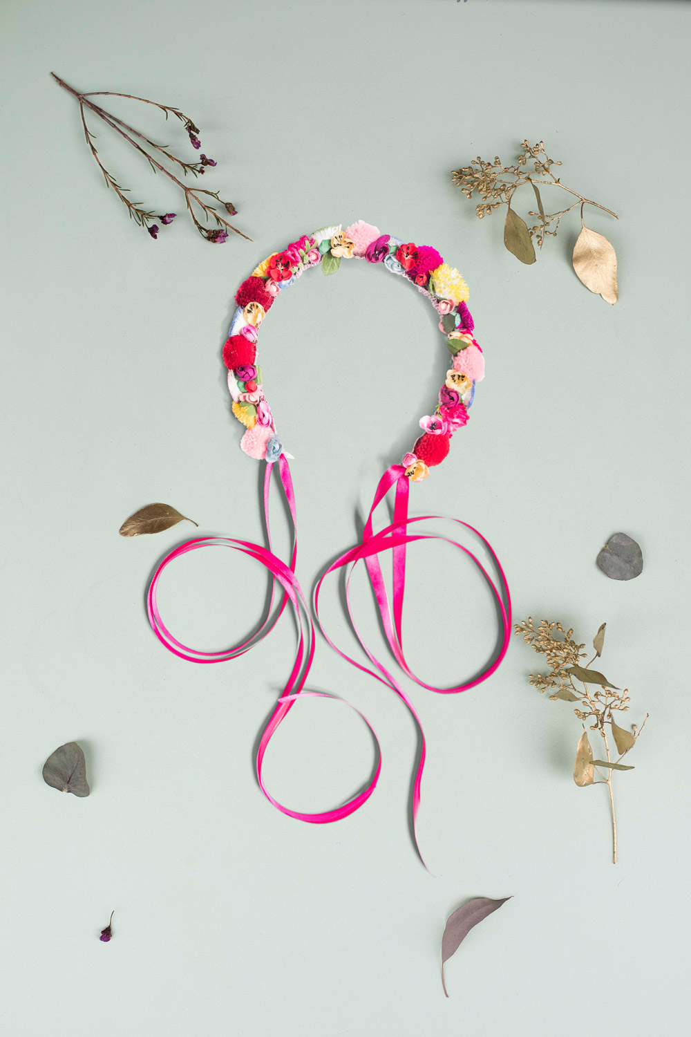 We-Are-Flowergirls_ConstantlyK_POMPOM-Crown-constantly-pink-€89.jpg