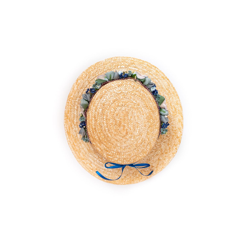 WeAreFlowergirls-Dirndl-Frisur-Blumenkranz-Country-House-Collection-Boater-Hat-€119,-.jpg