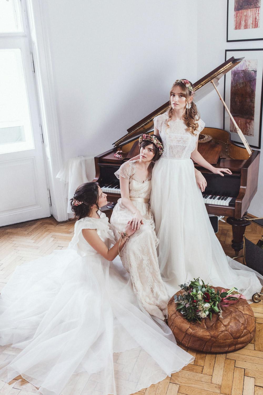 We-Are-Flowergirls-Shooting-Bilder-web-Neverland-Collection-Blumenkrank-Flowercrown-Seidenblumen-Hochzeit-Headpiece-Wedding[1].jpg