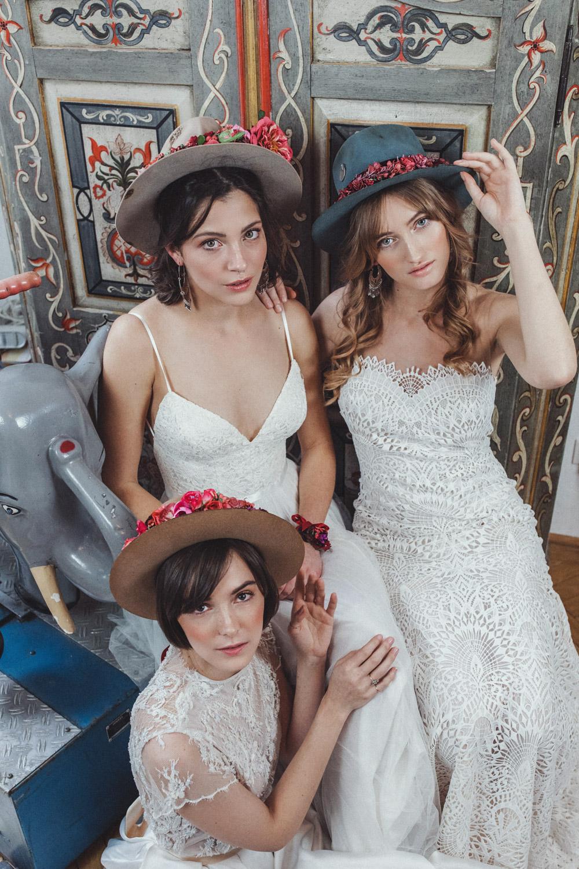 We-Are-Flowergirls-Shooting-Bilder-web-Neverland-Collection-Blumenkrank-Flowercrown-Seidenblumen-Hochzeit-Headpiece-Wedding[27].jpg