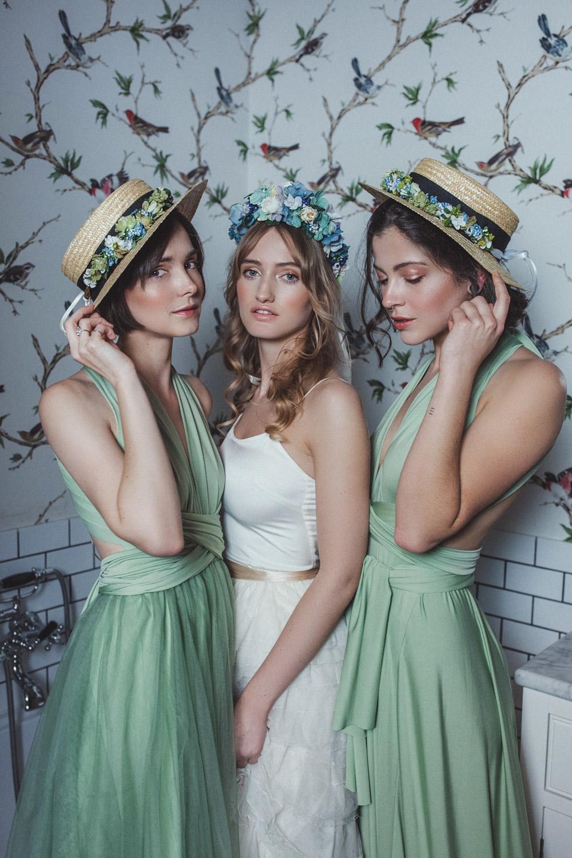 We-Are-Flowergirls-Shooting-Bilder-web-Neverland-Collection-Blumenkrank-Flowercrown-Seidenblumen-Hochzeit-Headpiece-Wedding[18].jpg
