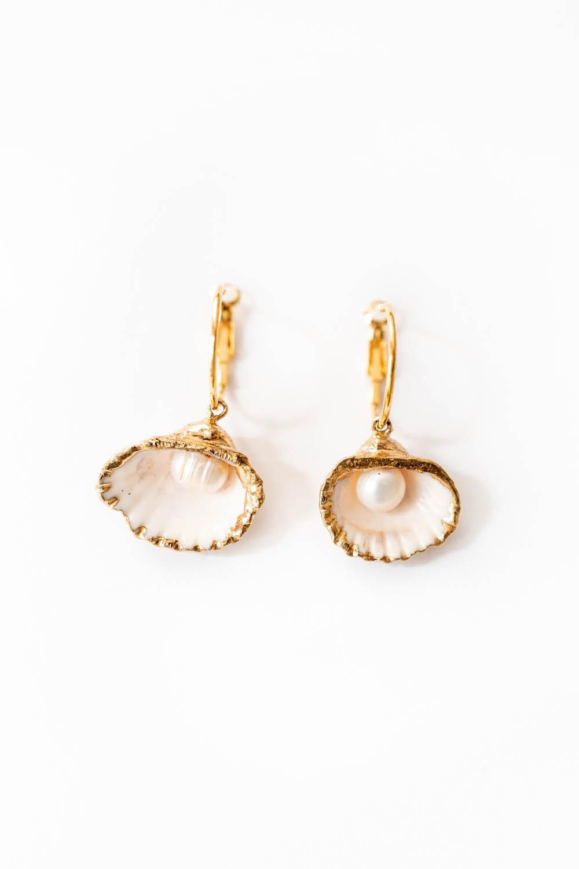 WeAreFlowergirls-Jewellery-Earrings-GoldenScallopEarrings_[L1010322].jpg