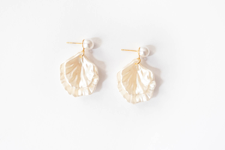 WeAreFlowergirls-Jewellery-Earrings-ShinyClamEarrings_[L1010314].jpg