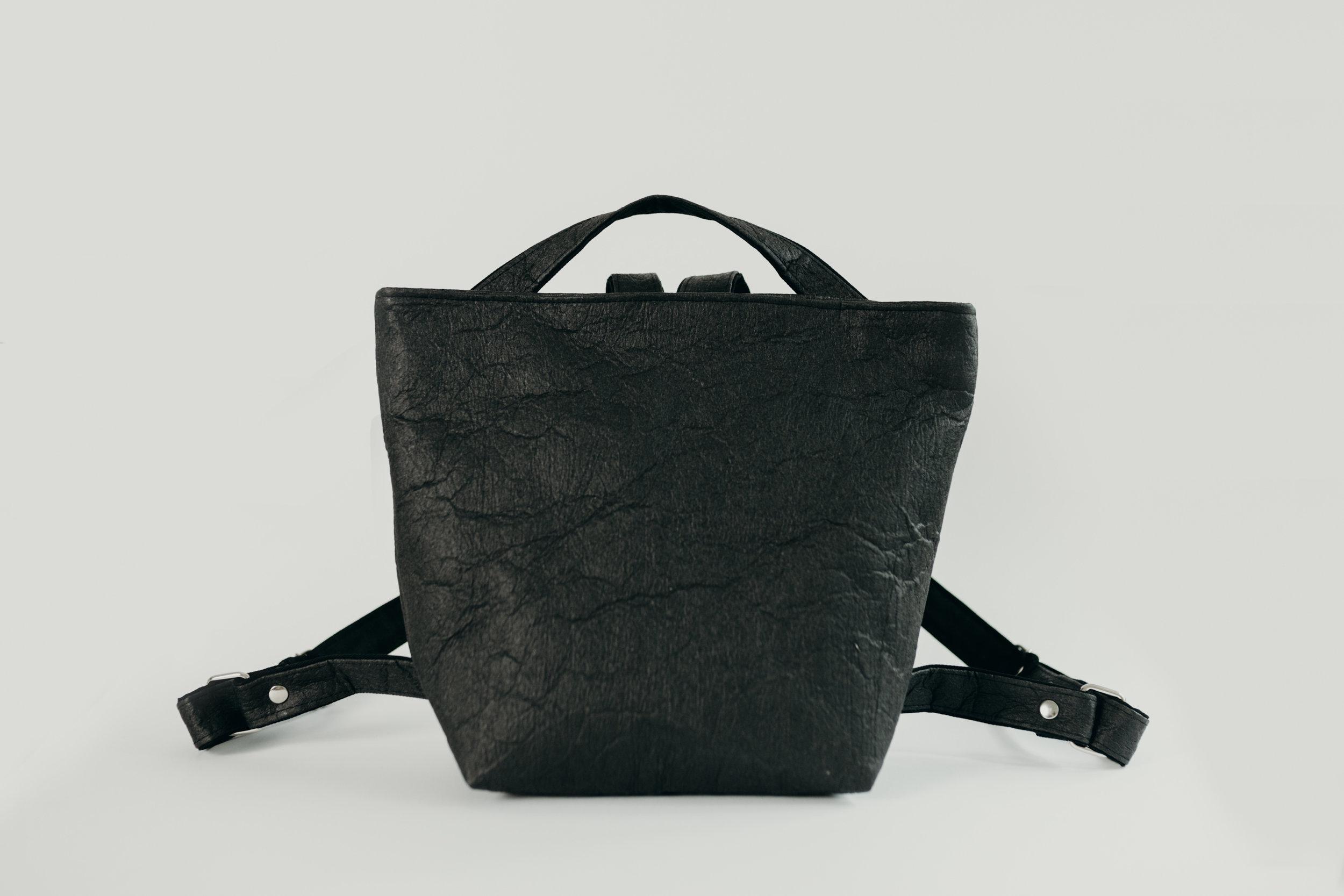 SABORKA_backpack_IVY_black_fotoCredit_BekkiHoffmann_€179.jpg