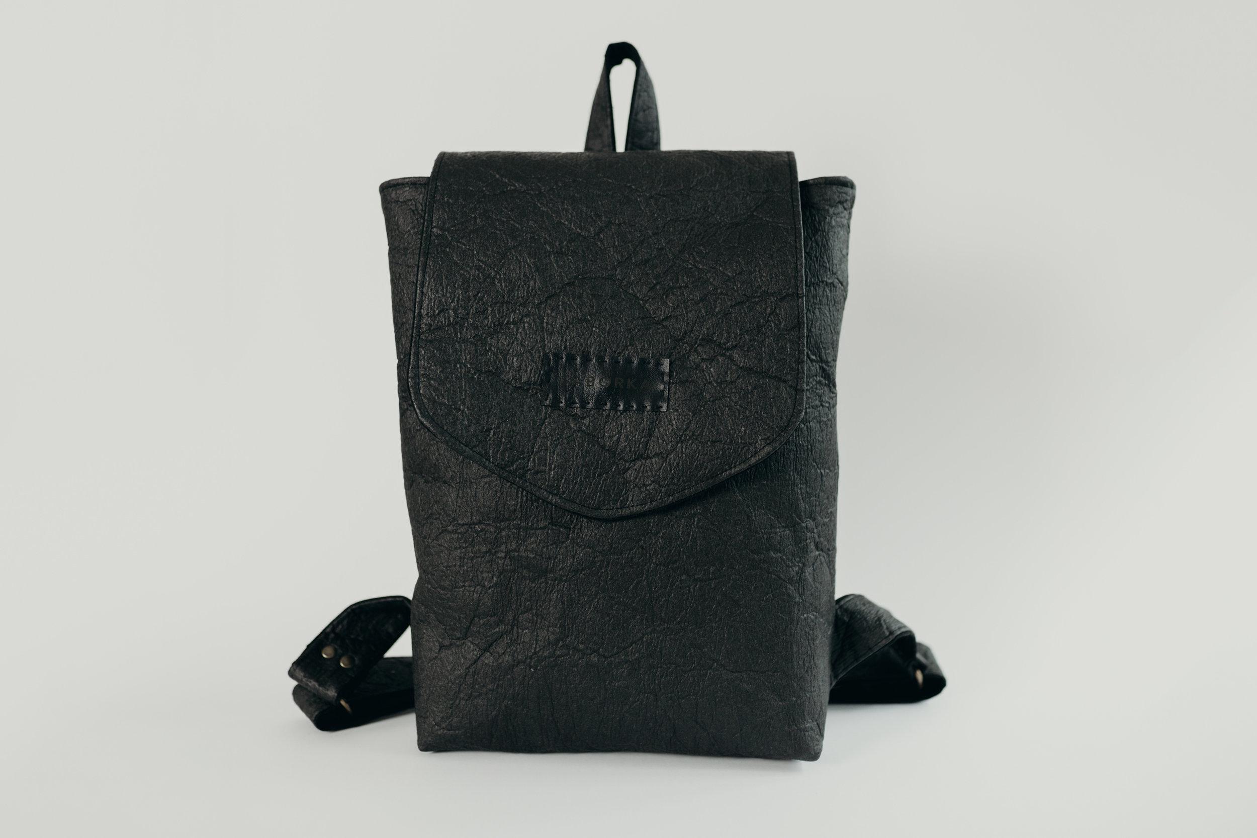 SABORKA_classic_backpack_black_Creme_fotoCredit_BekkiHoffmann_199€.jpg