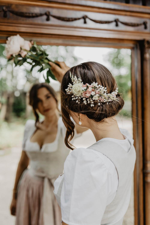 WeAreFlowergirls-Dirndl-Collection-Designer-Edition-Nina-Wrodnigg-Headpiece-Flowercrown[WAF_Dirndl_Nina_überarbeitet-35].jpg
