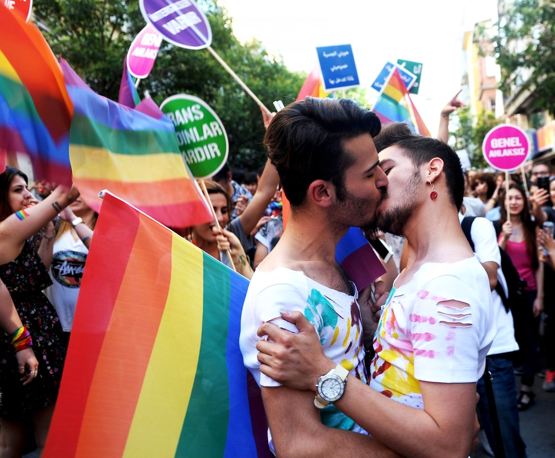 GTY_gay_pride_istanbul_6_jt_150628.jpg