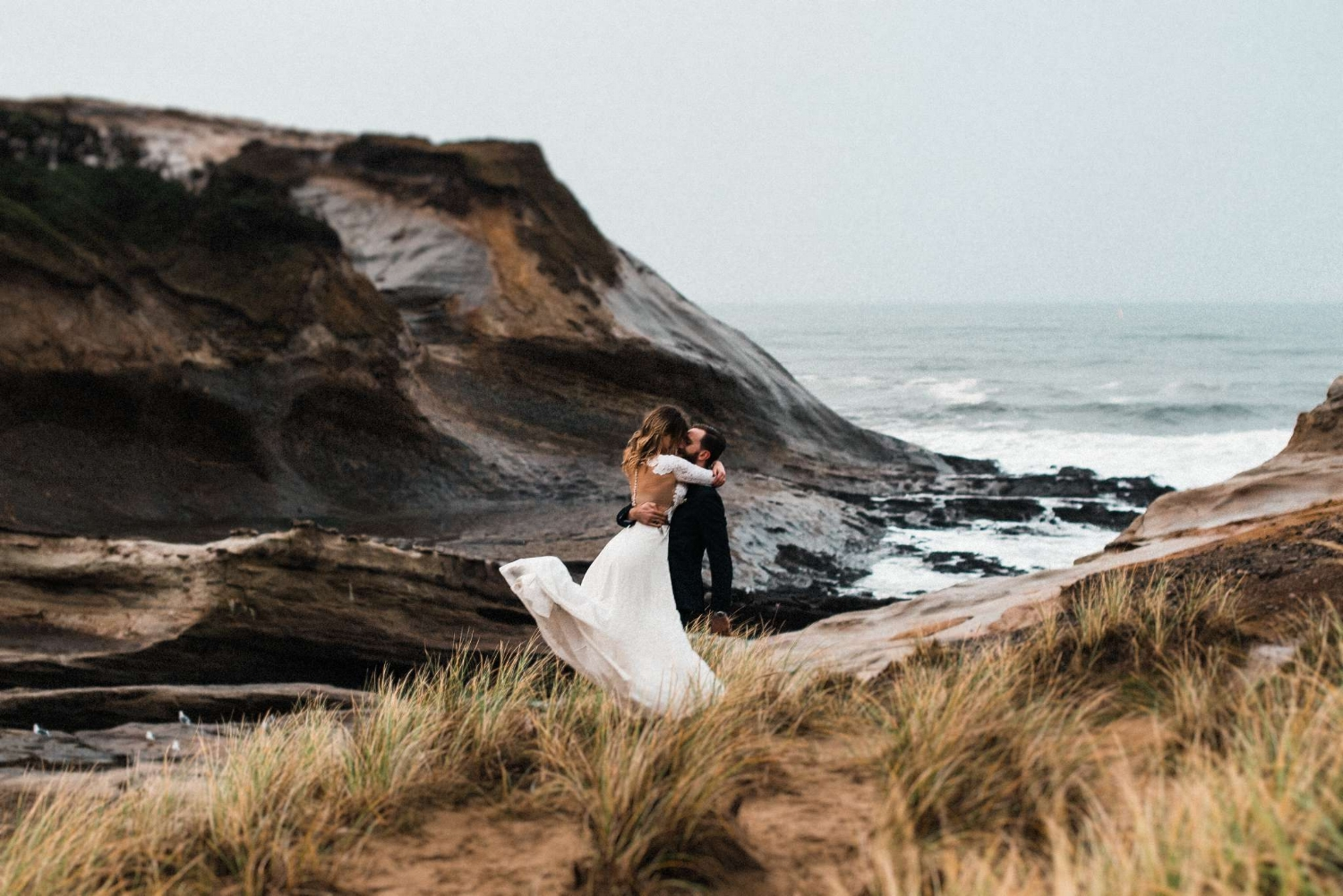 Cape_Kiwanda_Airstream_Elopement_The_Foxes_Photography_8.jpg