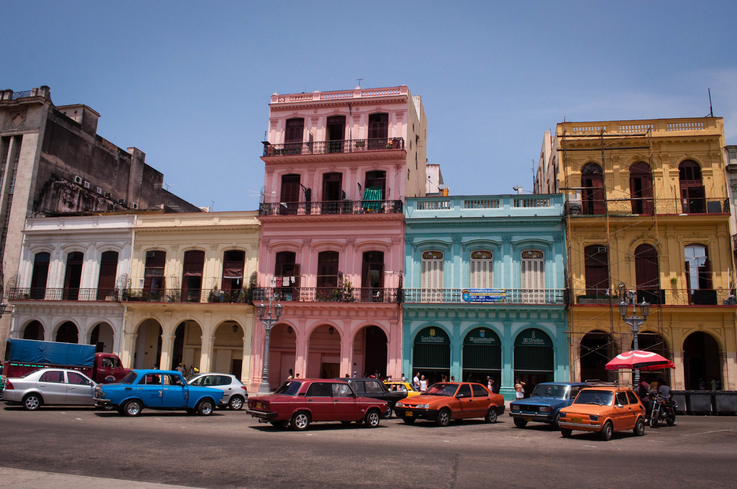 Colourful buildings seen during our day trip to La Havana