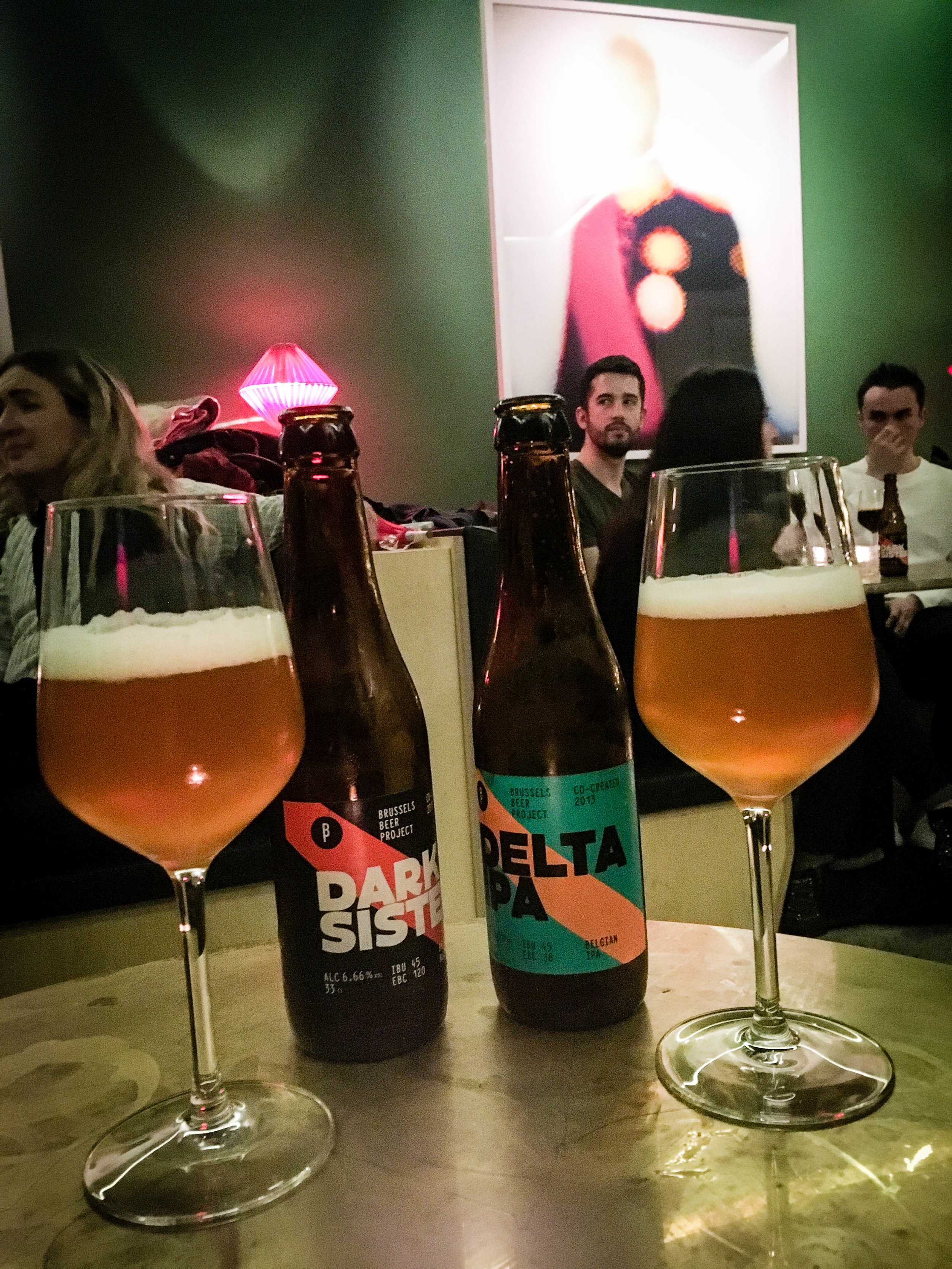 Belgian beer tasting, Dark Sister & Delta IPA, during our Brussels Beer and Chocolate Tour given by Brussels Journey