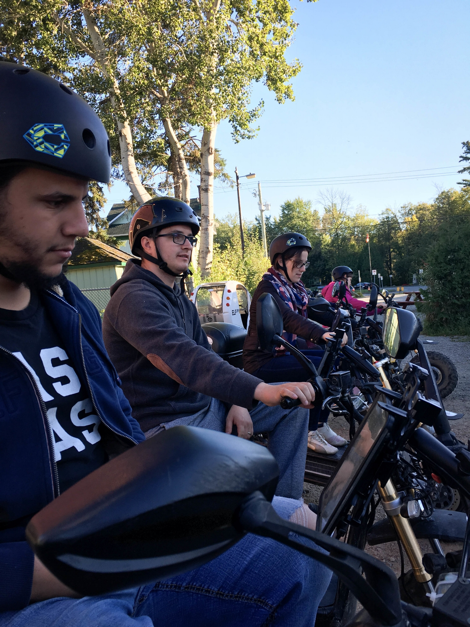 Group of friend doing a scavenger hunt with Explora Géo-Rallye. This one of 4 things to do in Montebello (Quebec)