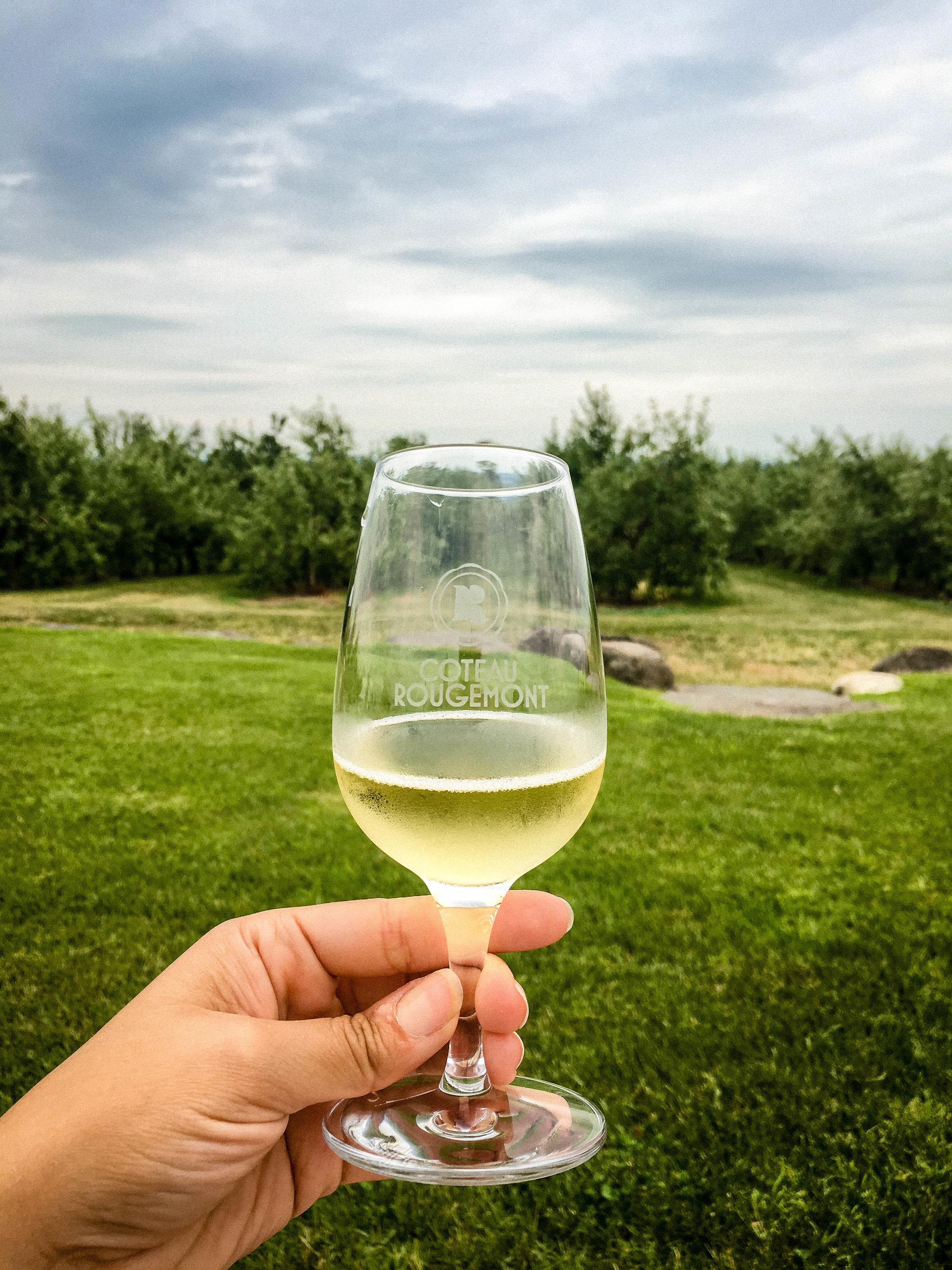 Sparkling cider at Coteau Rougemont
