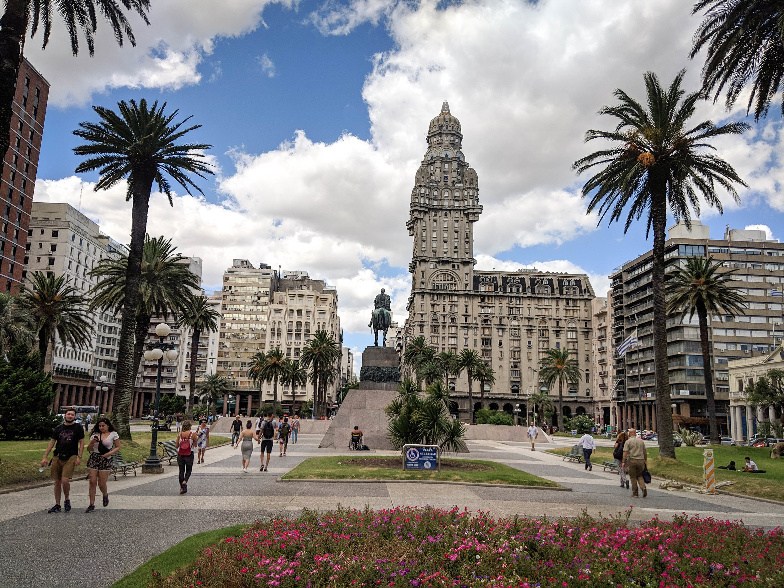 Plaza Independencia, things to do in Montevideo