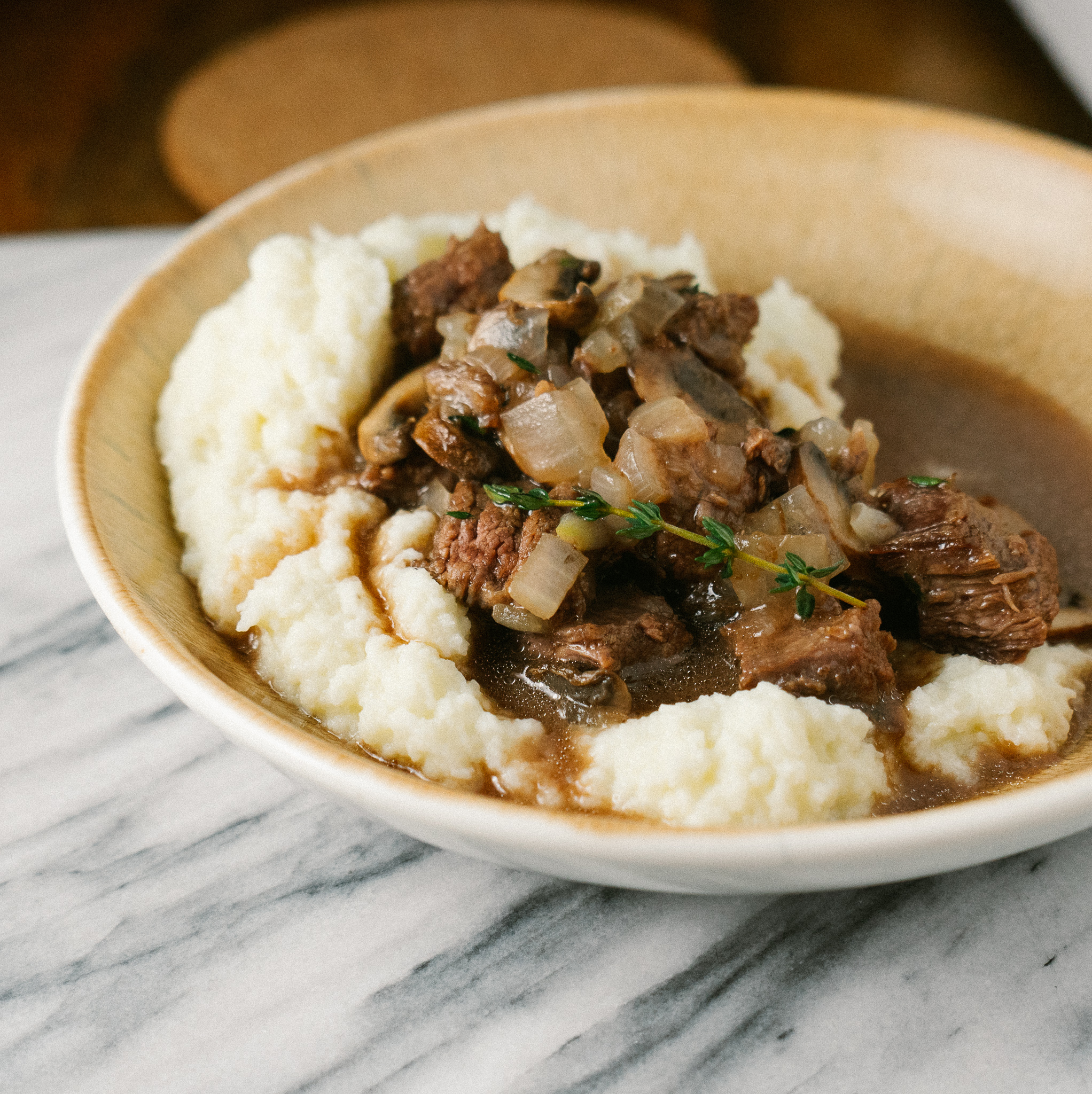 This beef and mushroom skillet with caulfilower mash is the perfect comforting dinner that you can make on a low carb/keto diet and can be whole30 friendly! This comforting meal comes together in 30 minutes. Add this to your healthy weeknight dinner rotation.
